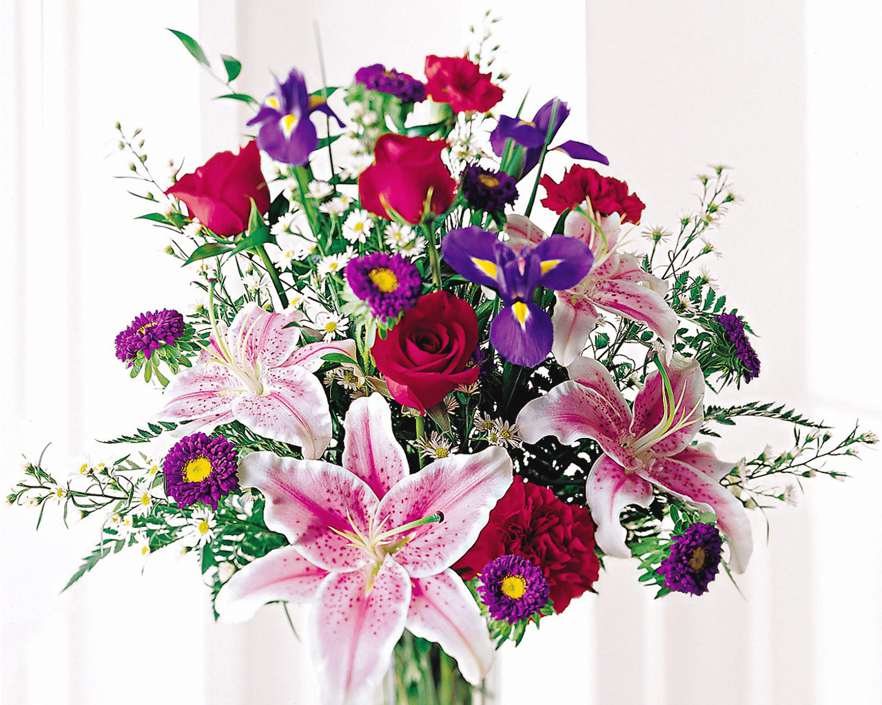 http://art-apple.ru/albums/flowers/hi/Stunning_Beauty_Bouquet_-_Roses,_Iris,_Stargazer_Lilies,_Carnations,_Asters.jpg