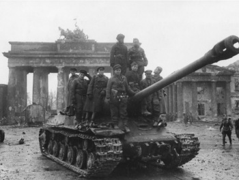 world-war-berlin-tank-is2-victory.jpg